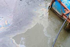 Xuất hiện vết dầu loang ở hạ nguồn sông Lam