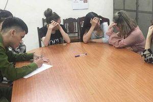 4 hot girl góp tiền cùng nhau mua ma túy 'đập đá'