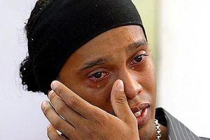 Ronaldinho gặp rắc rối vì dùng hộ chiếu giả