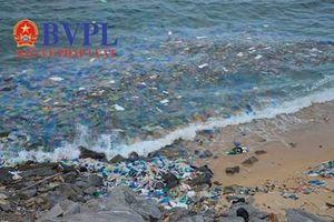 Ngán ngầm bãi biển Bãi Chuối: Sáng thu gom, chiều lại ngập ngụa rác