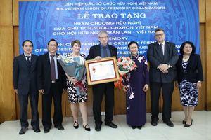 Trao Huân chương Hữu nghị tặng tập thể Hội Hữu nghị Phần Lan-Việt Nam