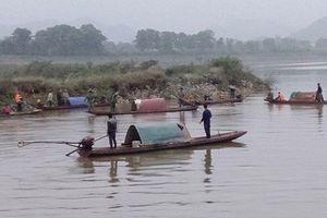 Vụ chìm thuyền đánh cá trên sông Mã: Tìm thấy thi thể người chồng