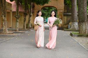 Áo dài tôn vinh vẻ đẹp phụ nữ Việt