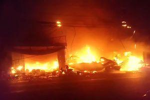 7 căn nhà bị thiêu rụi trong đêm tại An Giang