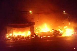Hỏa hoạn lúc rạng sáng làm cháy 7 căn nhà ở An Giang