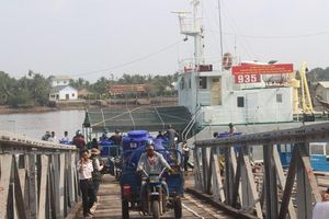 Hải quân cấp 3.000 m3 nước ngọt miễn phí cho người dân Bến Tre
