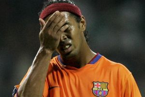 Ronaldinho đang túng tiền đến mức nào?