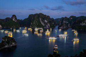 Tạm dừng đón khách tham quan vịnh Hạ Long, Bái Tử Long và Cô Tô