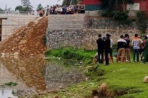 Phát hiện thi thể người đàn ông đang phân hủy dưới suối