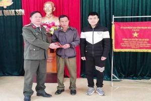 Chiến sỹ công an ở Thanh Hóa trả lại gần 50 triệu đồng nhặt được cho người đánh rơi