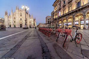 Cảnh vắng vẻ của đường phố, cửa hiệu Italy sau lệnh đóng cửa