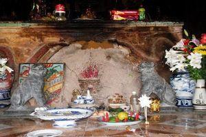 Ngôi chùa thiêng có báu vật nằm trong tổ mối