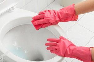 3 mẹo hay giúp tẩy sạch hoàn toàn các vết bẩn ố vàng trong phòng tắm