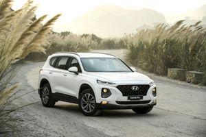 Hyundai Santa Fe gây bất ngờ khi tiếp tục vượt qua Toyota Fortuner trong tháng 2/2020