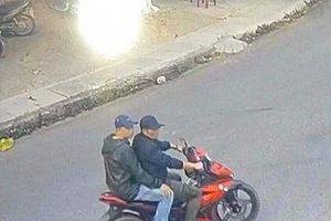 Truy tìm 2 người đàn ông lạ mặt hành hung phóng viên ở Kon Tum
