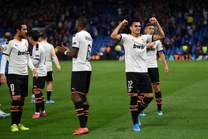 Gần nửa đội Valencia mắc Covid-19