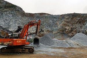 Khai thác đá trái phép rầm rộ gần trụ sở thị trấn Việt Quang
