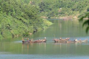 Quảng Bình: Bắt cát tặc, Đại úy công an bị đánh rơi xuống sông Long Đại