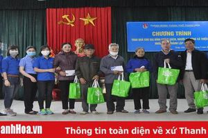 Thành đoàn TP Thanh Hóa trao quà cho các em thiếu nhi và gia đình chính sách