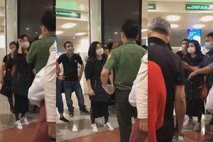 Nhóm khách quậy tung ở sân bay: Nên kiên nhẫn, chia sẻ với Tổ quốc!
