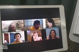 Dàn hợp xướng cùng nhau diễn tập qua Internet ở Philippines