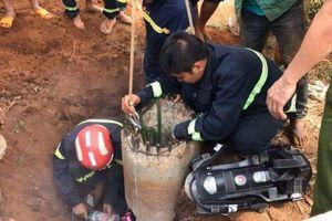 Gia Lai: Giải cứu thành công bé trai bị mắc kẹt trong lòng trụ điện sâu hơn 1 mét