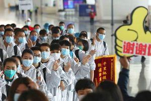 Hoàn thành sứ mệnh lịch sử, đội ngũ bác sĩ chi viện bùi ngùi rời Vũ Hán