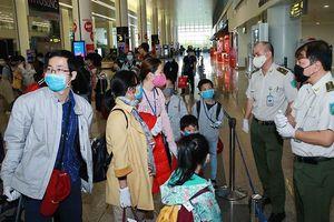 Cách ly toàn bộ người nhập cảnh vào Việt Nam