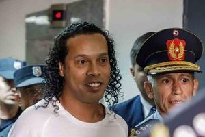 Luật sư của Ronaldinho đang bất đồng