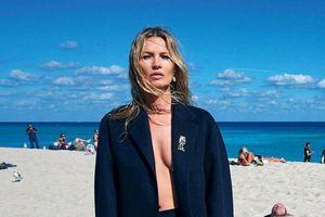 Kate Moss diện vest không nội y ở tuổi 46