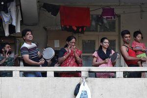 Dân Ấn Độ đập nồi và chảo khích lệ nhân viên y tế