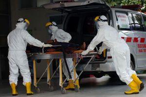 Đứng tuyến đầu chống Covid-19, nhân viên y tế Indonesia nhận trợ cấp khẩn cấp