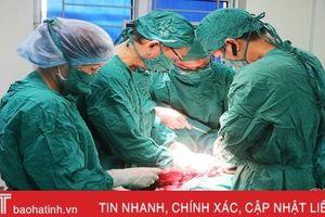 Bác sỹ Hà Tĩnh phẫu thuật thành công khối u 5kg trên đùi bệnh nhân