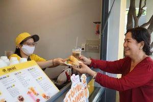 Bánh mì và cà phê - sự kết hợp hoàn hảo tạo nên phong vị riêng của Sài Gòn