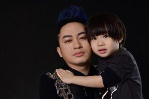 Ca sĩ Tùng Dương khoe con trai 4 tuổi rất ngoan và sớm bộc lộ tính nghệ sĩ
