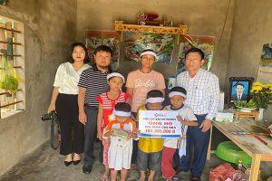 Trao hơn 100 triệu đến bốn đứa trẻ mồ côi cha ở Hà Tĩnh