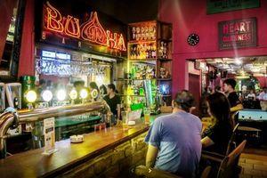 Tụ tập quán bar, karaoke: Nguy cơ cao lây nhiễm virus corona