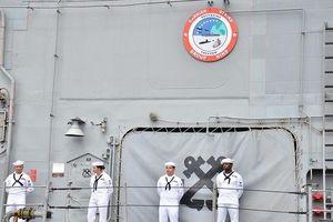 Người Phát ngôn trả lời câu hỏi về việc thủy thủ tàu sân bay USS Roosevelt mắc Covid-19