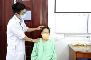 Lần đầu tiên phẫu thuật thành công cho bệnh nhân bị biến dạng gập cột sống cổ