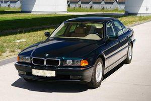 Xe sang BMW 740i bơm hơi để làm mới suốt hơn 20 năm