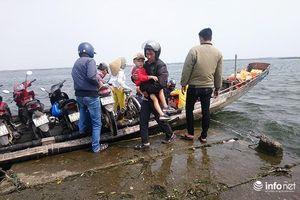 Huế: Xử phạt lái đò không chấp hành luật khi chở khách vượt phá Tam Giang