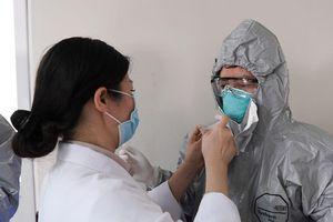 Bác sĩ mắc Covid-19: Tai nạn nghề nghiệp sơ hở 1 giây là nhiễm