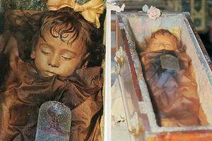 Bí ẩn xác ướp bé gái gần trăm năm vẫn nguyên vẹn như đang ngủ, thỉnh thoảng lại chớp mắt