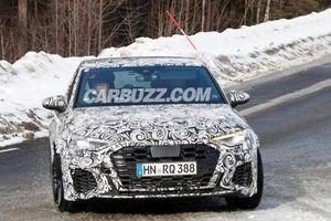 Audi RS3 Sportback bất ngờ lộ diện ngoại thất khi đang chạy thử trên đường