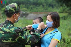 Chống dịch Covid-19 trên đường tuần tra biên giới Quảng Ninh