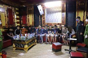 Giữa đại dịch Covid-19, 76 thanh niên vẫn mở 'tiệc ma túy' trong quán karaoke
