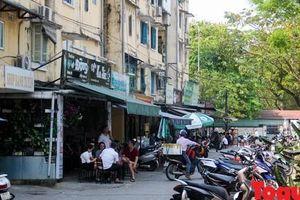 Huế: Ngày đầu tiên tạm thời đóng cửa các quán cafe, nơi thực hiện nơi không, nhiều hình thức 'níu chân' khách hàng