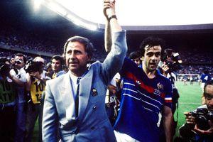 Vĩnh biệt vị HLV lãng mạn nhất của bóng đá Pháp