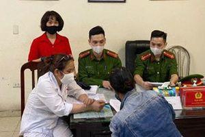 Không đeo khẩu trang nơi công cộng, người phụ nữ ở Hà Nội bị phạt 200.000 đồng