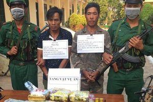 Bắt 2 đối tượng vận chuyển ma túy từ Lào về Việt Nam
